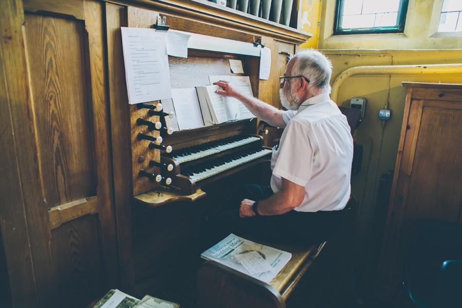 Organ being played at a Hertford wedding, hertfordshire