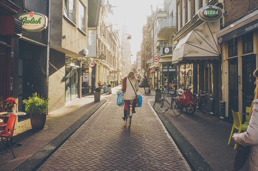 lady on her bike in the street of amsterdam