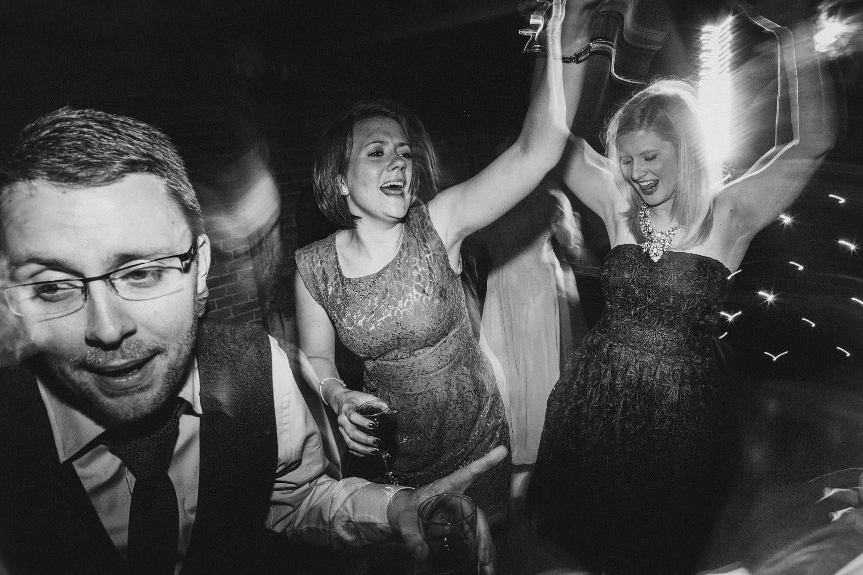 danceing wedding photo
