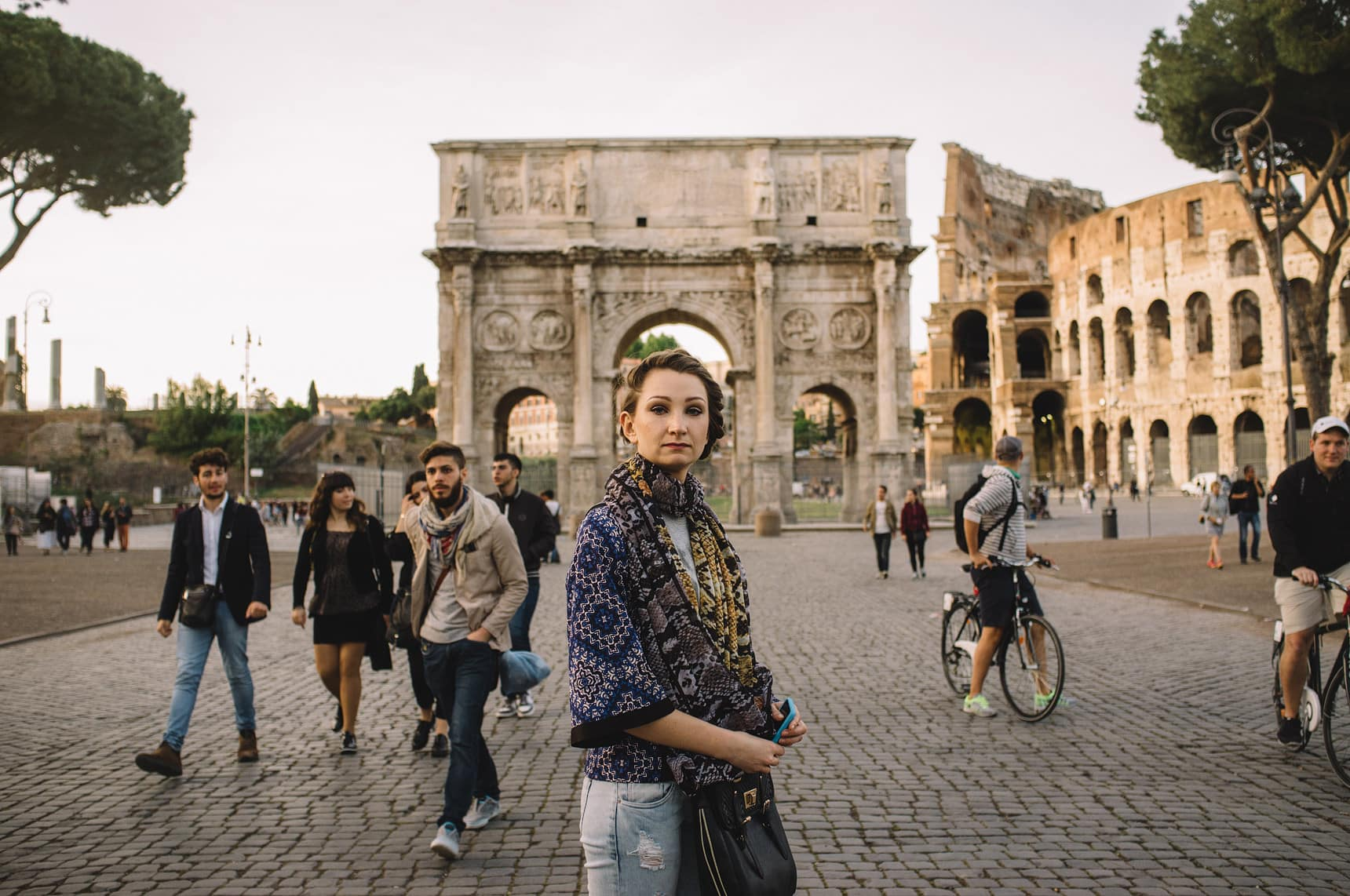 wedding photographer shooting street in rome