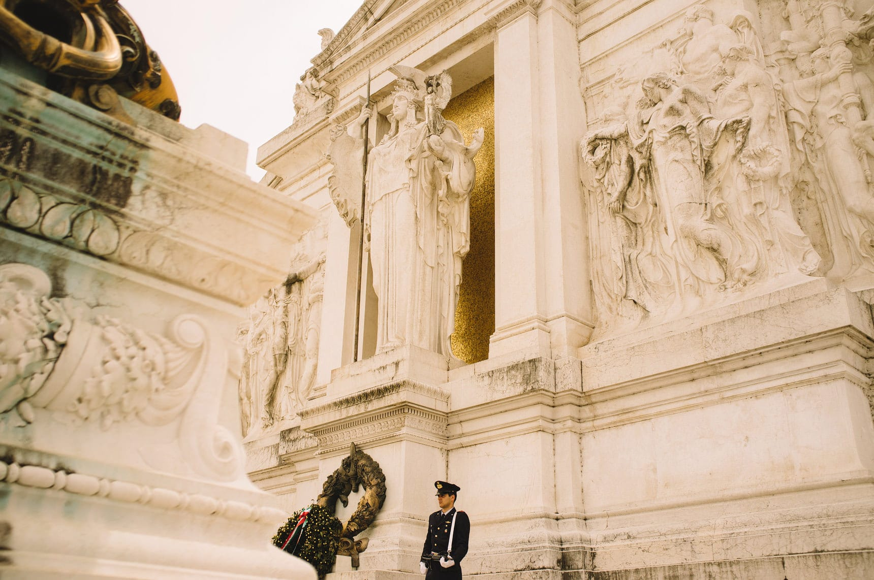 wedding photographer shooting the streets of italy