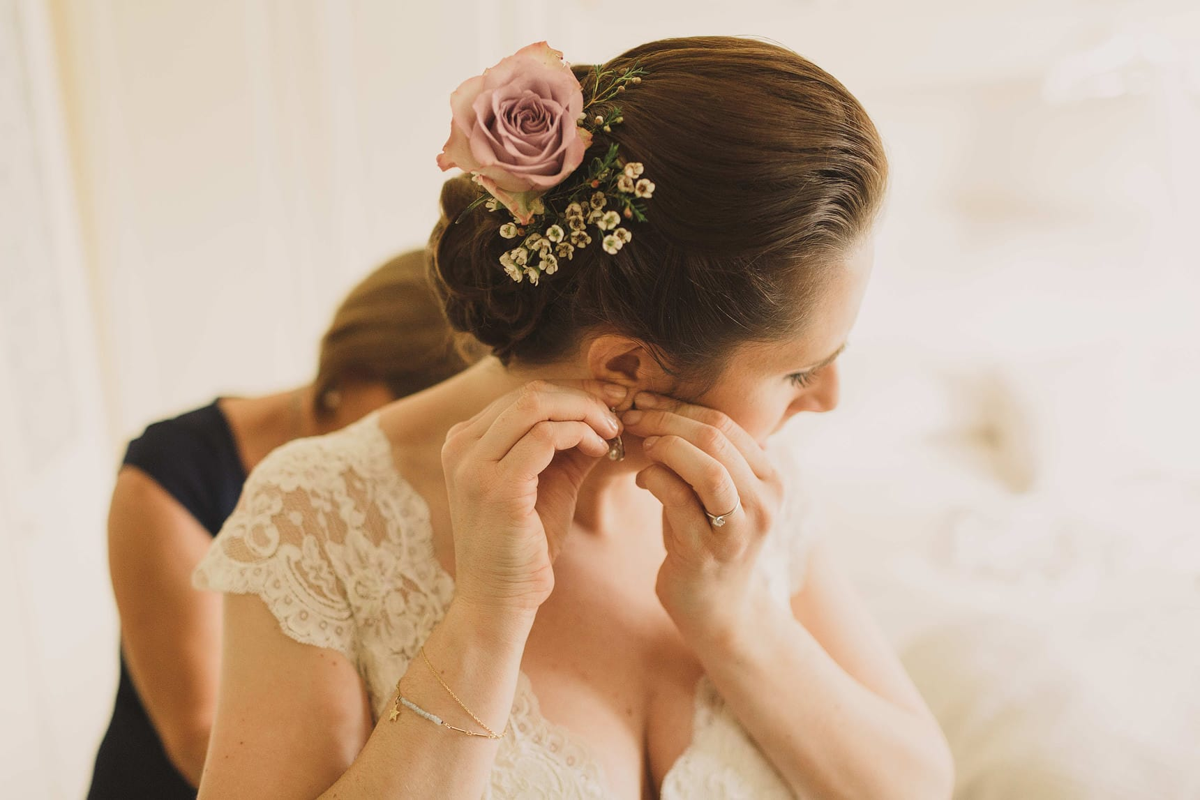bride putting her earrings on