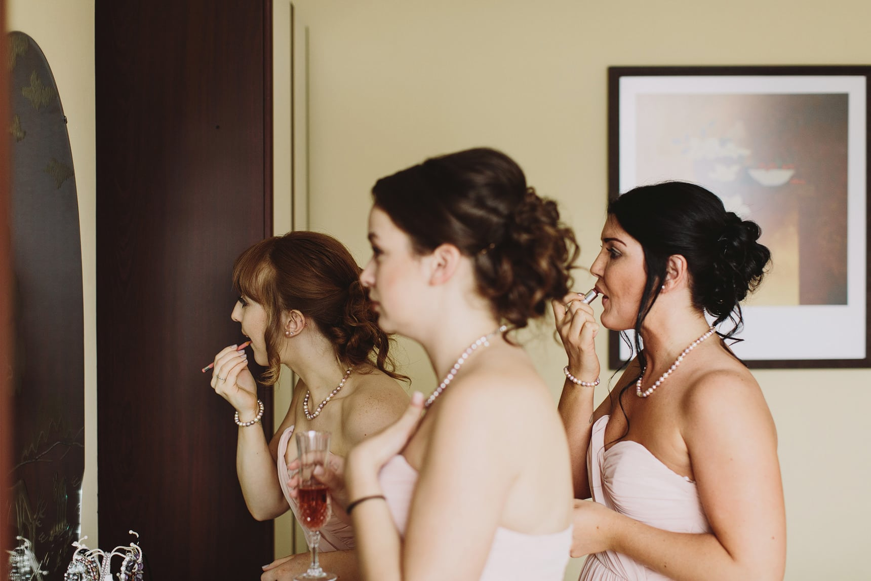 hannah getting ready for her wedding