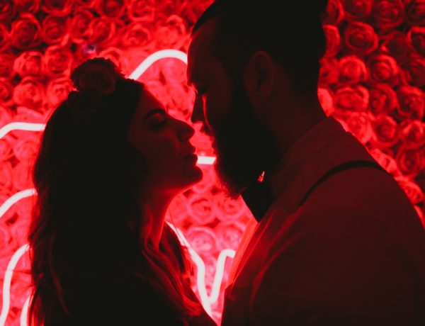 neon light wedding photos